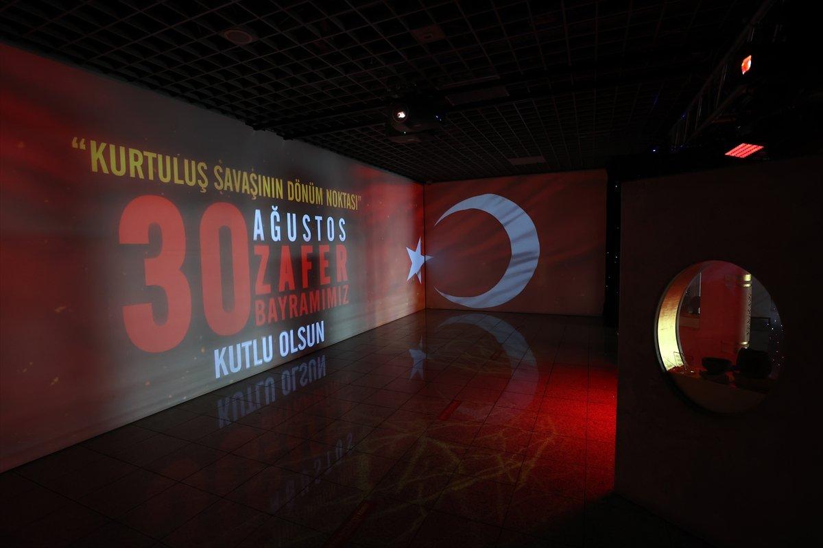 İstanbul da 30 Ağustos Zafer Bayramı na özel dijital gösterim #1