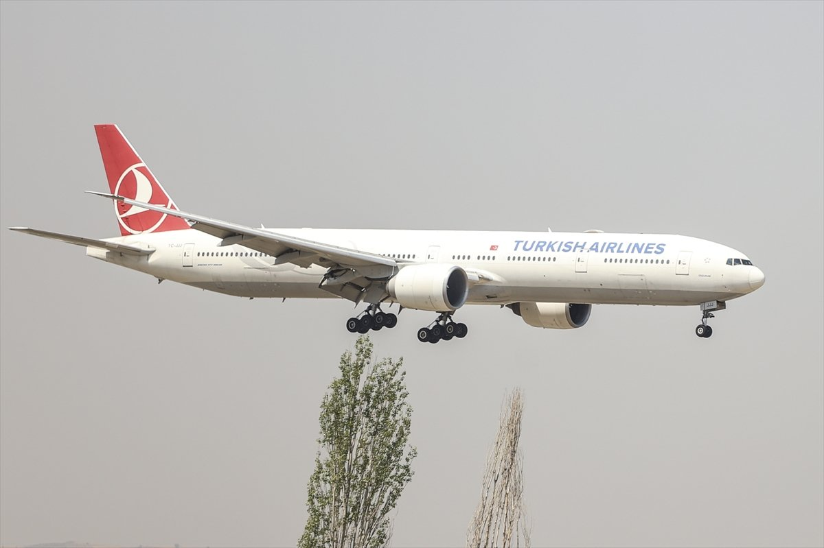 Afganistan dan Türk askerini taşıyan uçak Ankara ya indi #5