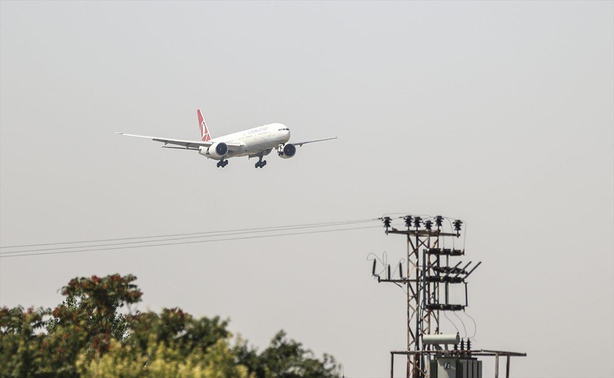 Afganistan dan Türk askerini taşıyan uçak Ankara ya indi #3