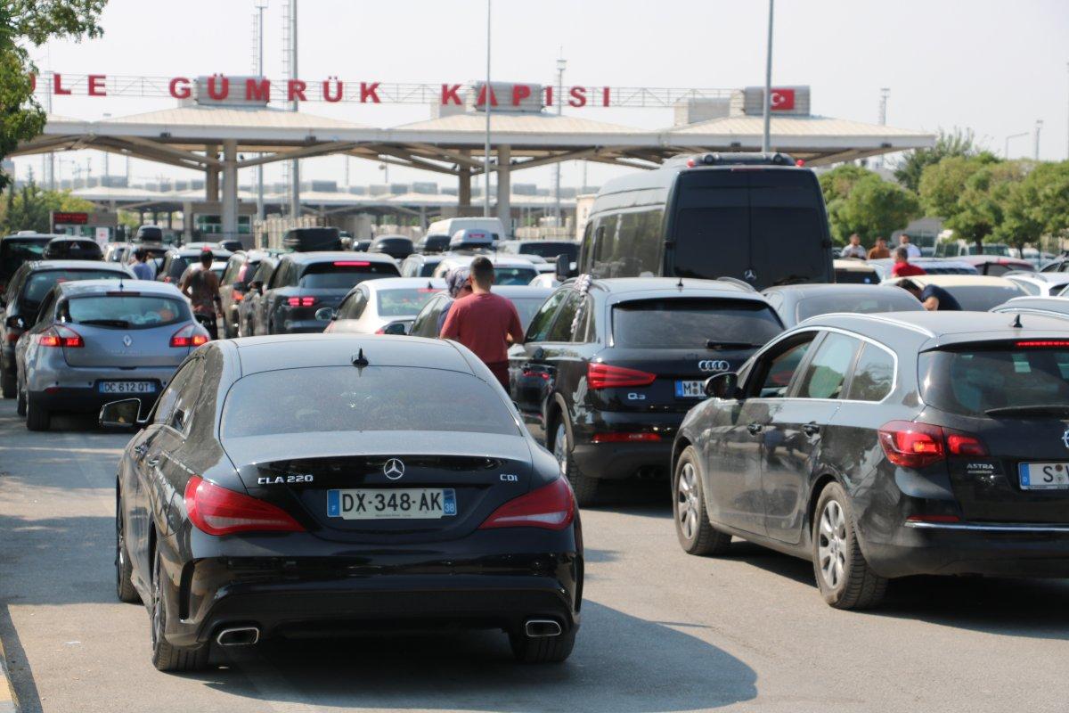 Kapıkule Sınır Kapısı'nda, gurbetçilerin dönüş yolu çileye dönüştü #3
