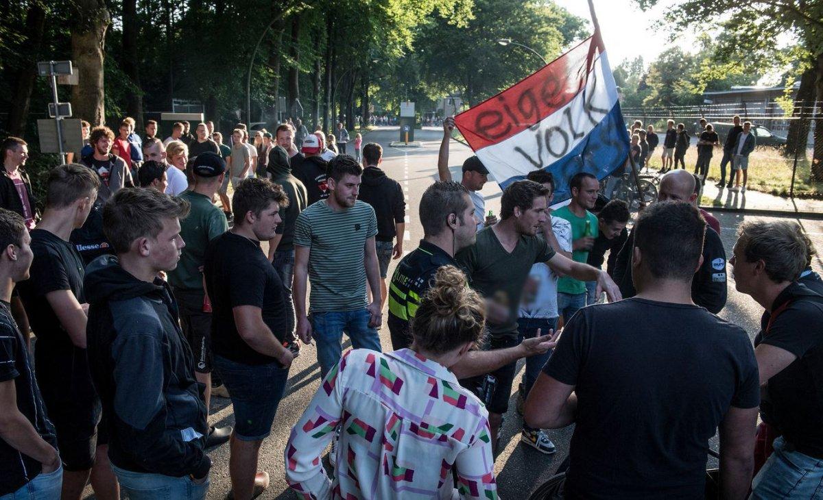 Hollanda da Afgan sığınmacılar protesto edildi #7