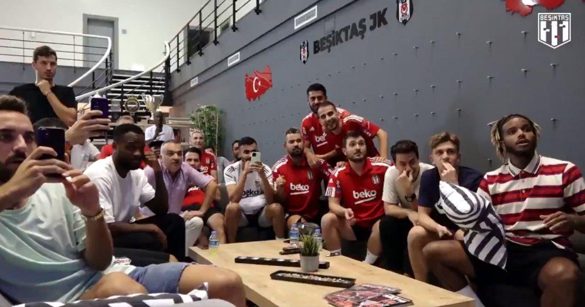 Beşiktaşlı futbolcular kura çekimini beraber takip etti #1