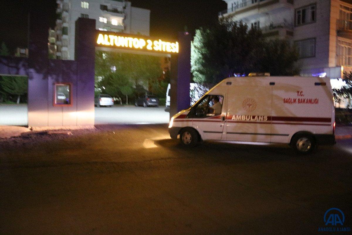 Diyarbakır da sağlık çalışanları site site dolaşarak apartman sakinlerini aşılıyor #1