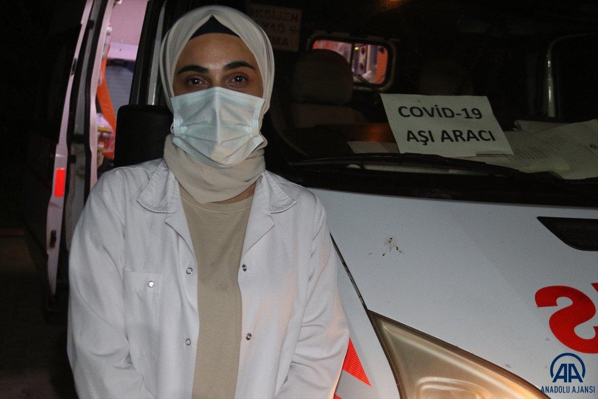 Diyarbakır da sağlık çalışanları site site dolaşarak apartman sakinlerini aşılıyor #9