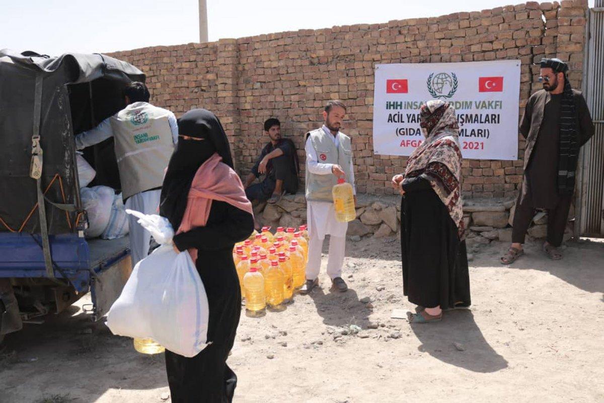 İHH, Afganistan ın başkenti Kabil de 50 aileye kumanya dağıttı #2