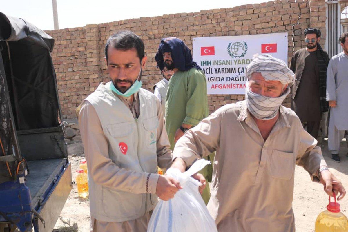 İHH, Afganistan ın başkenti Kabil de 50 aileye kumanya dağıttı #1