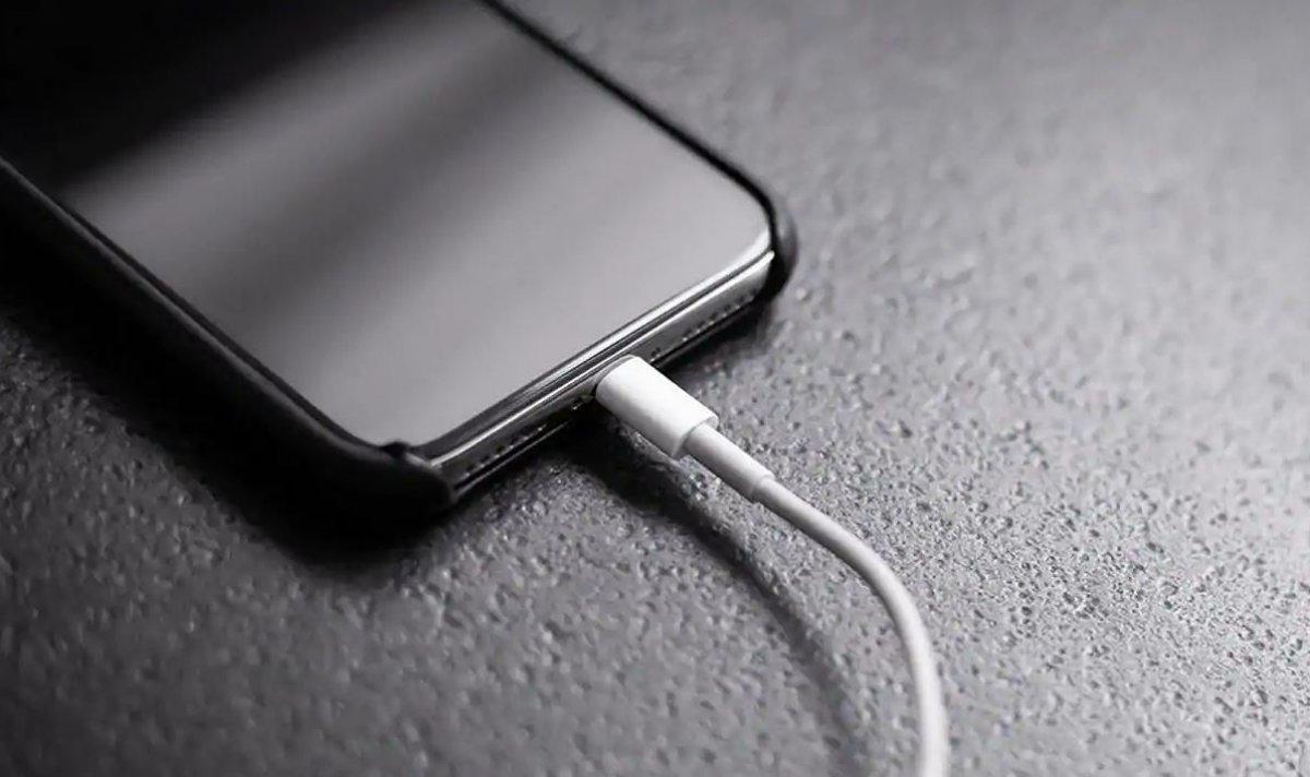 Orijinal olmayan şarj aletleri, telefon bataryalarını patlatıyor #1