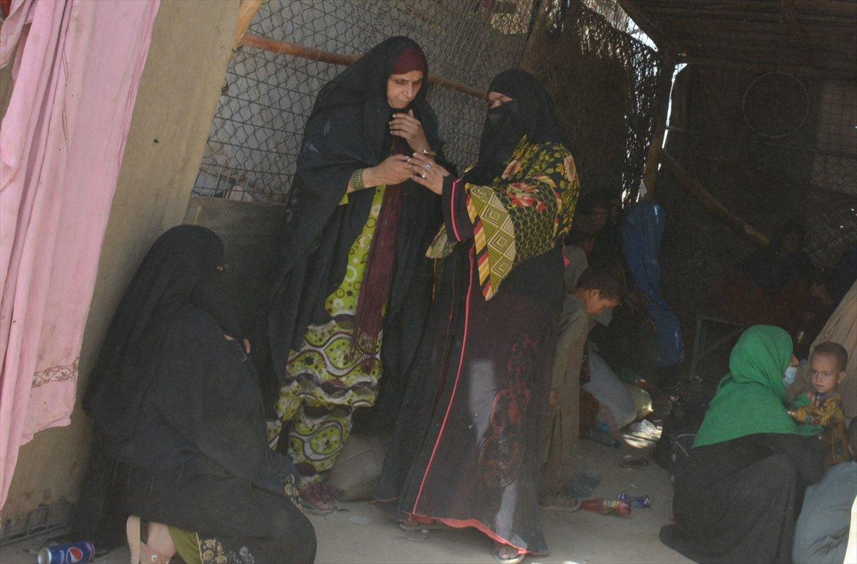 Afganların Pakistan sınırındaki bekleyişi sürüyor #4