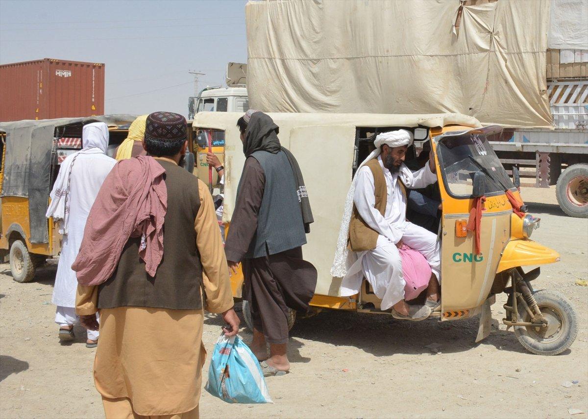 Afganların Pakistan sınırındaki bekleyişi sürüyor #5