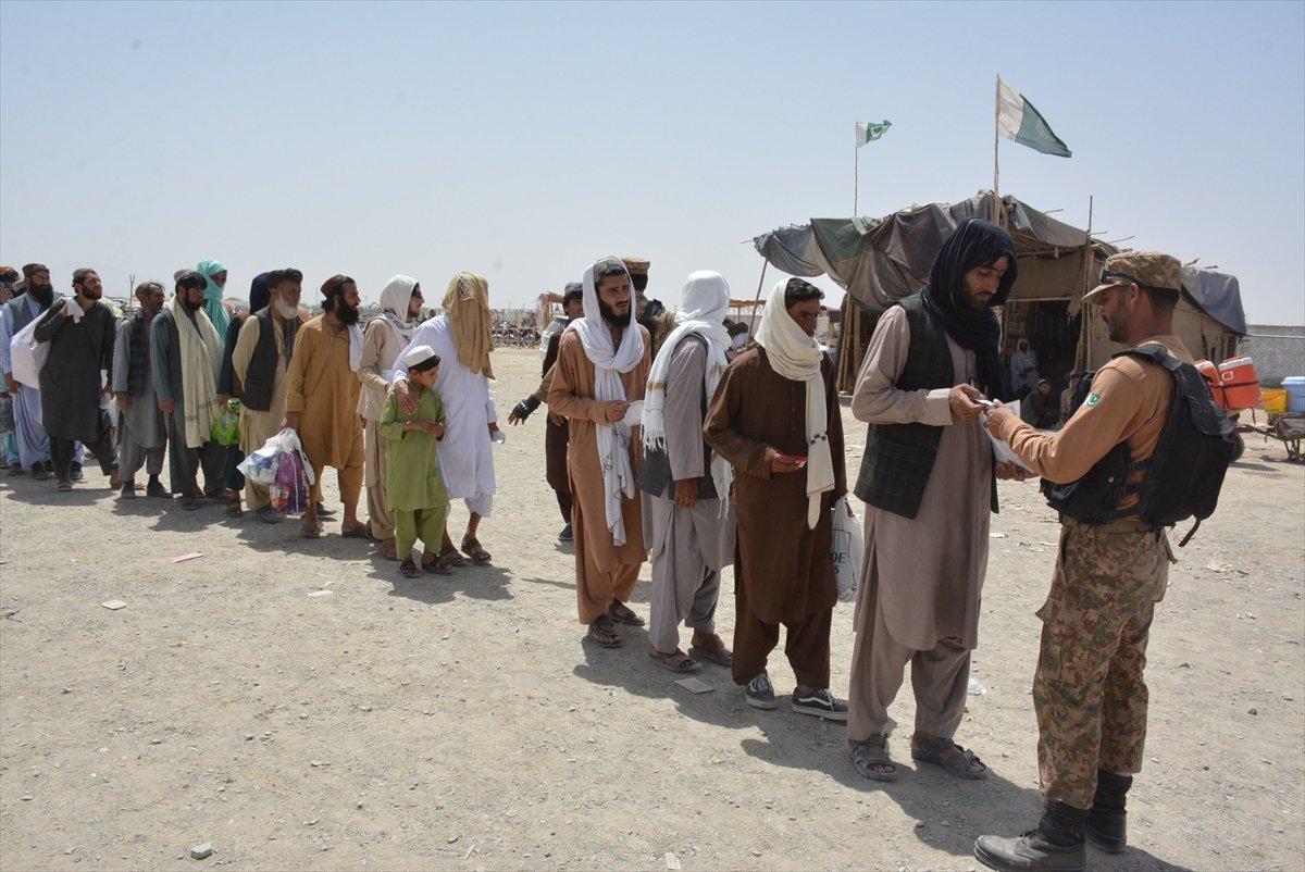 Afganların Pakistan sınırındaki bekleyişi sürüyor #3