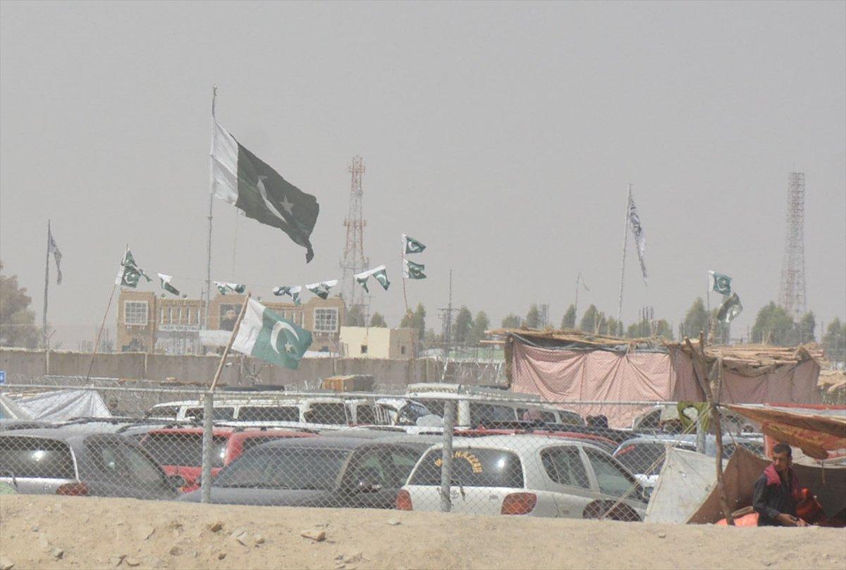 Afganların Pakistan sınırındaki bekleyişi sürüyor #6