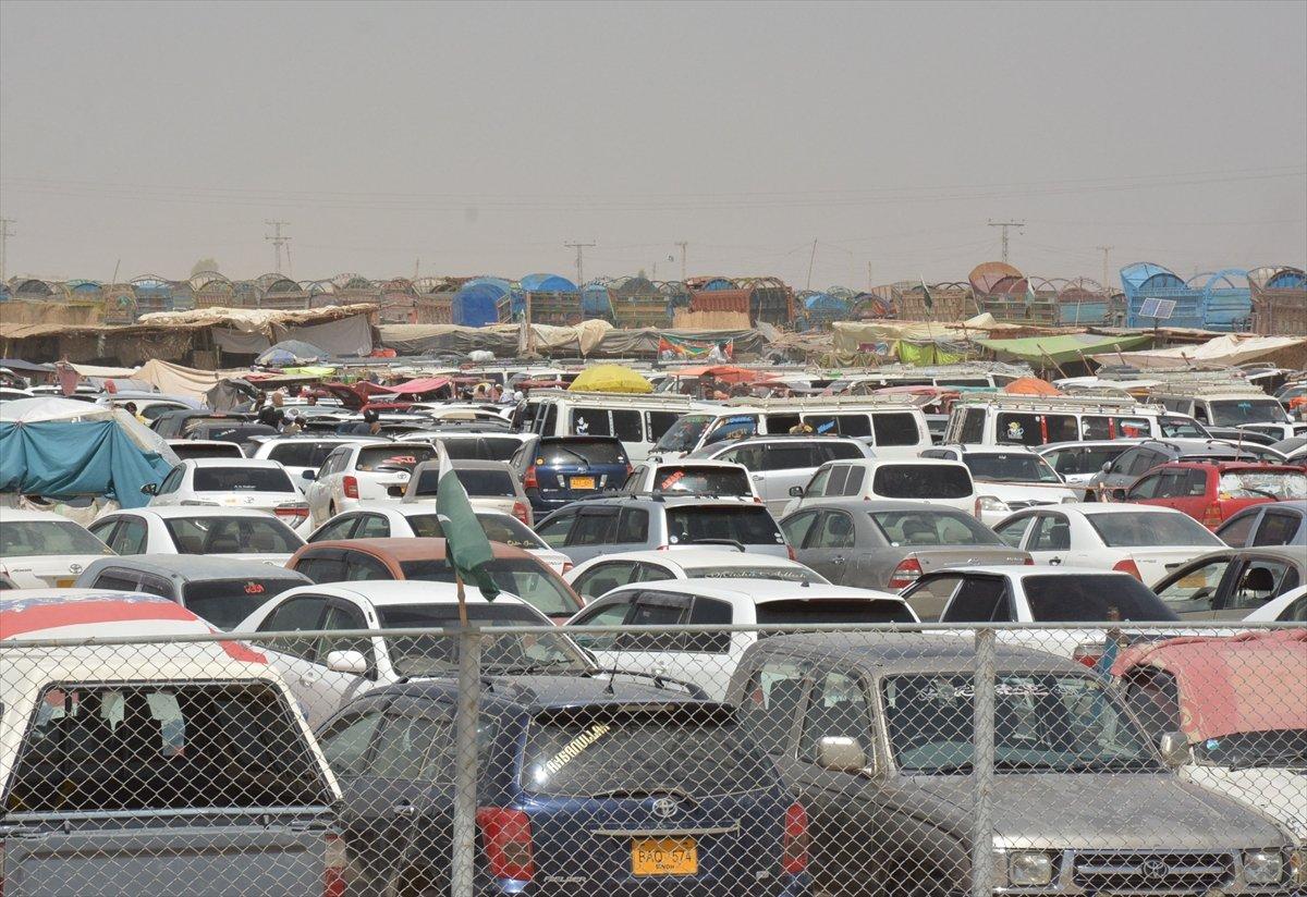 Afganların Pakistan sınırındaki bekleyişi sürüyor #9