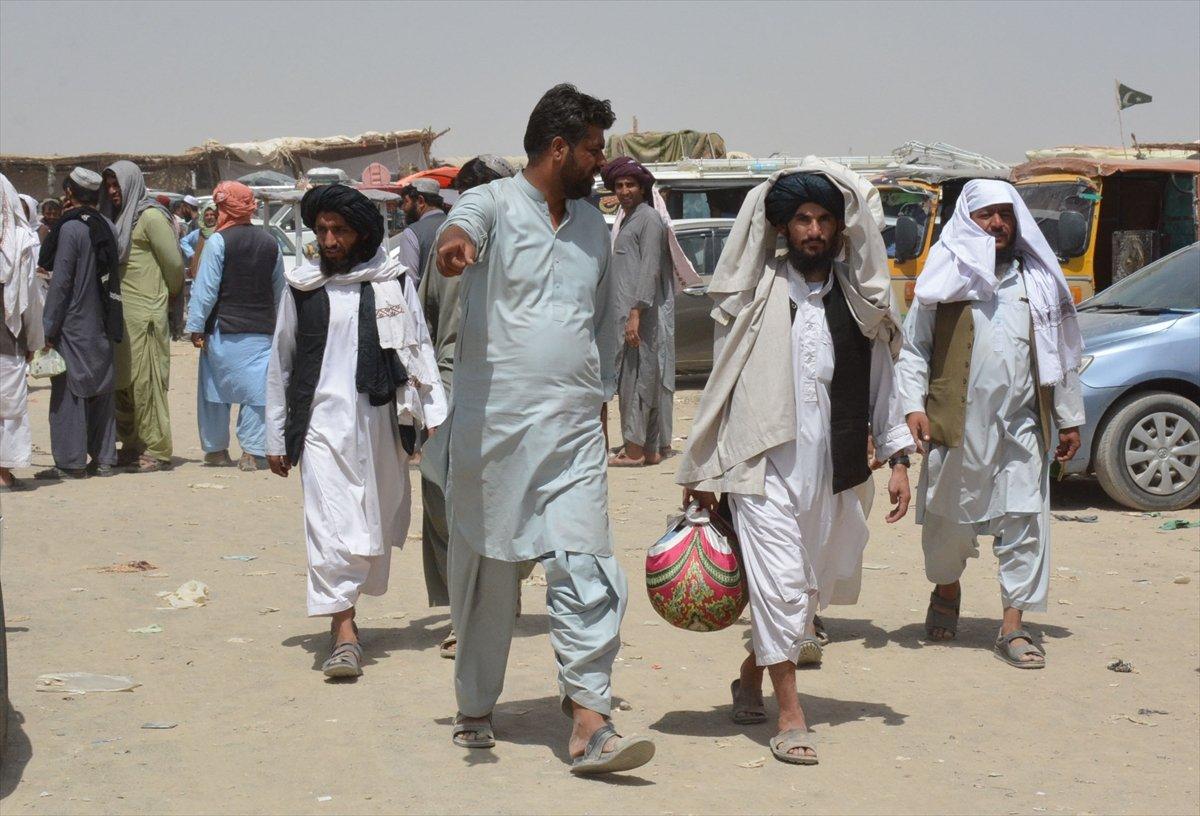 Afganların Pakistan sınırındaki bekleyişi sürüyor #7