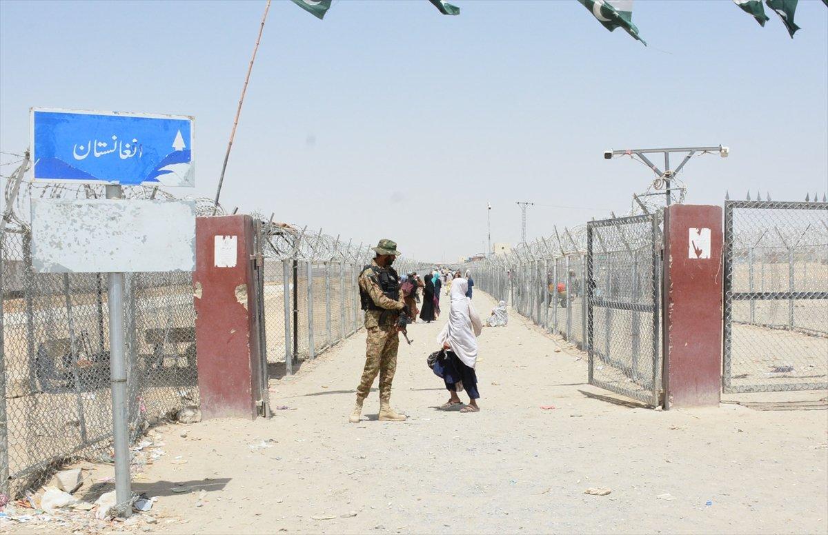 Afganların Pakistan sınırındaki bekleyişi sürüyor #1