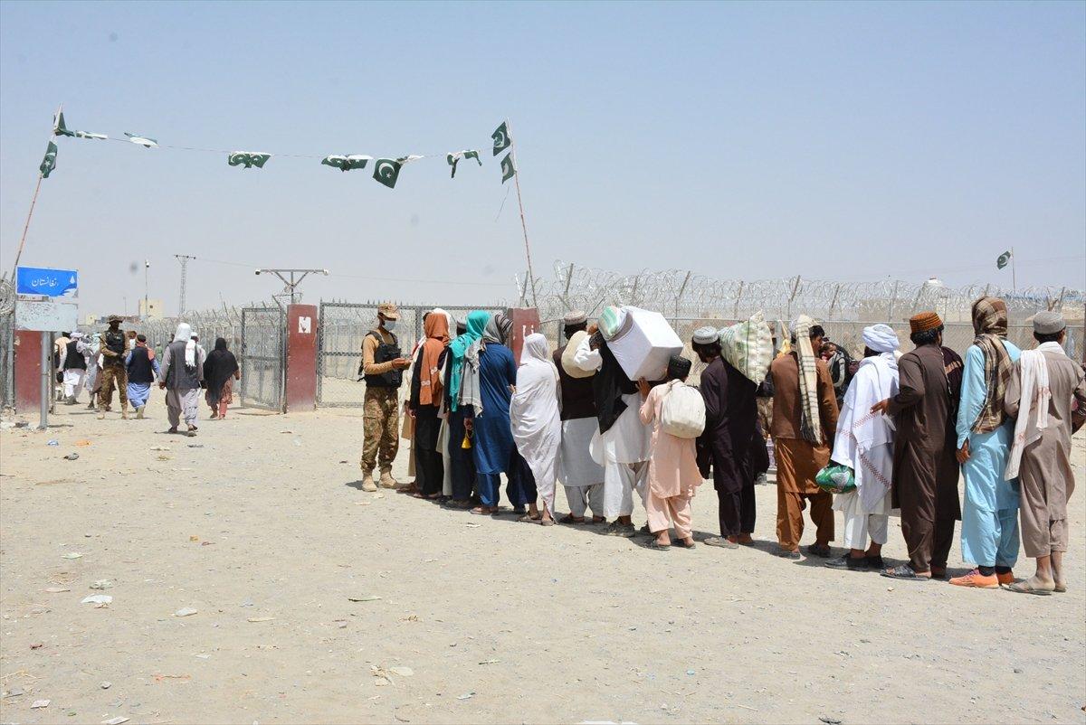 Afganların Pakistan sınırındaki bekleyişi sürüyor #2