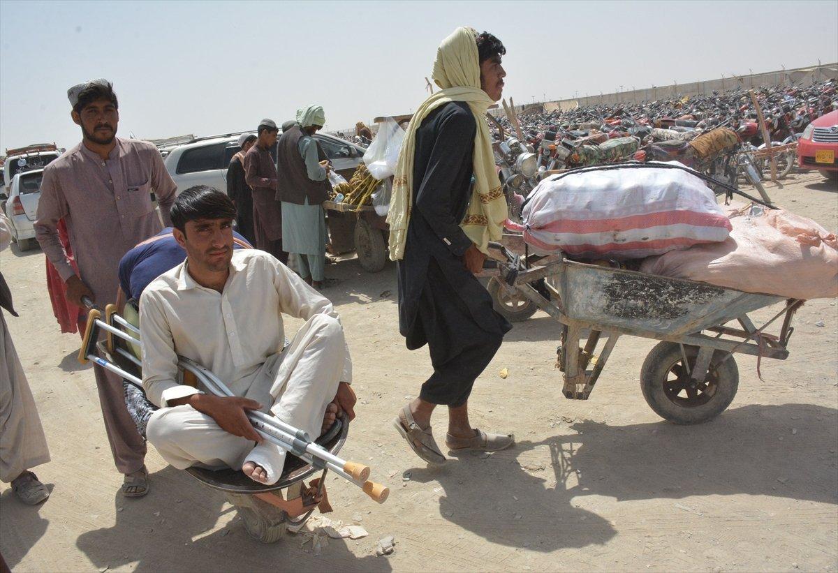 Afganların Pakistan sınırındaki bekleyişi sürüyor #8