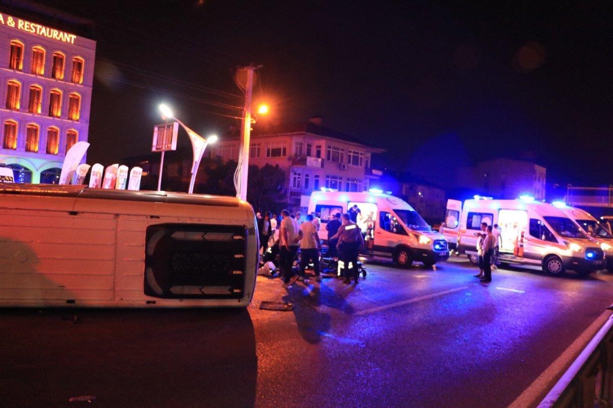Kocaeli de servis minibüsü devrildi: 7 yaralı #4