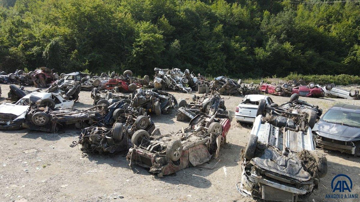 Kastamonu da sel suları yüzlerce aracı hurda yığınına çevirdi #3