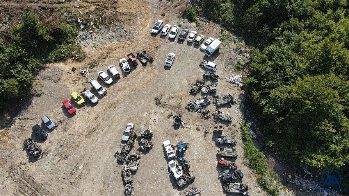 Kastamonu da sel suları yüzlerce aracı hurda yığınına çevirdi #6