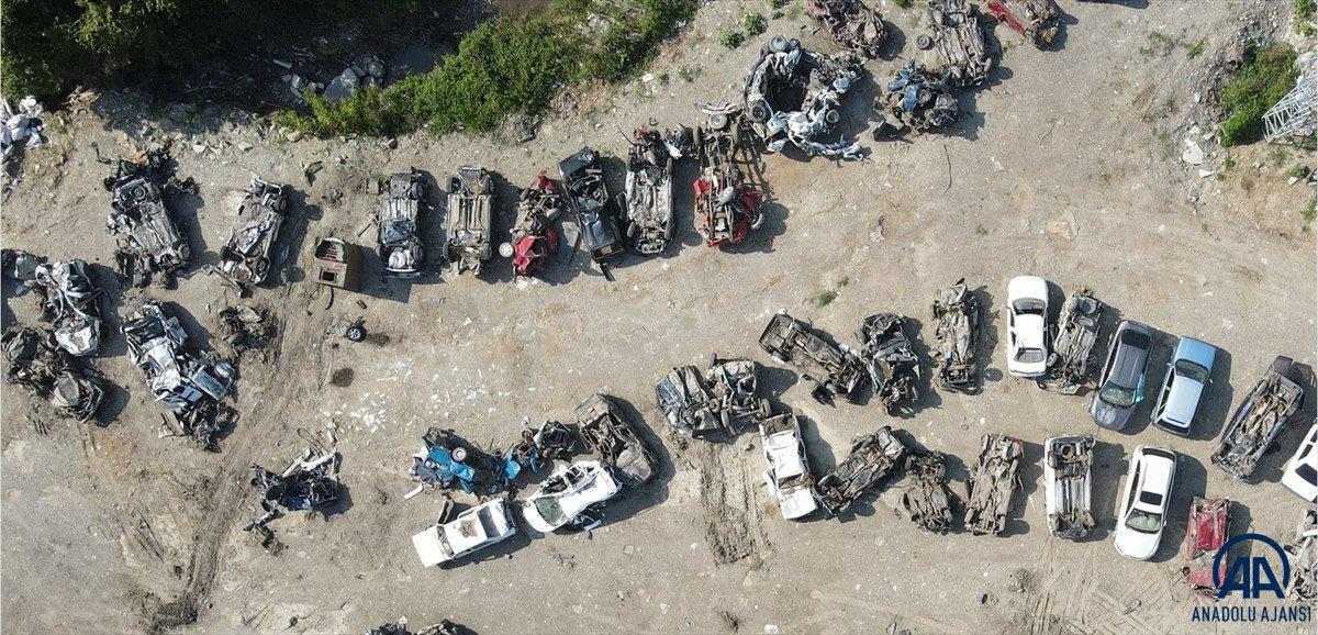 Kastamonu da sel suları yüzlerce aracı hurda yığınına çevirdi #1