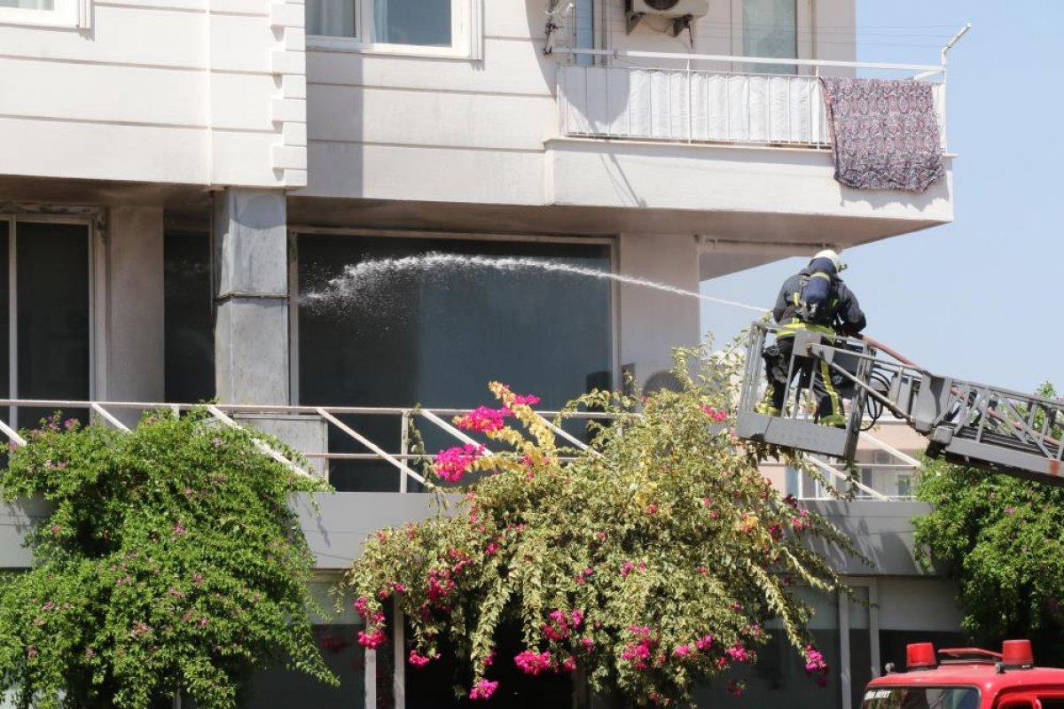 Antalya daki balık restoranının bacası yandı #5