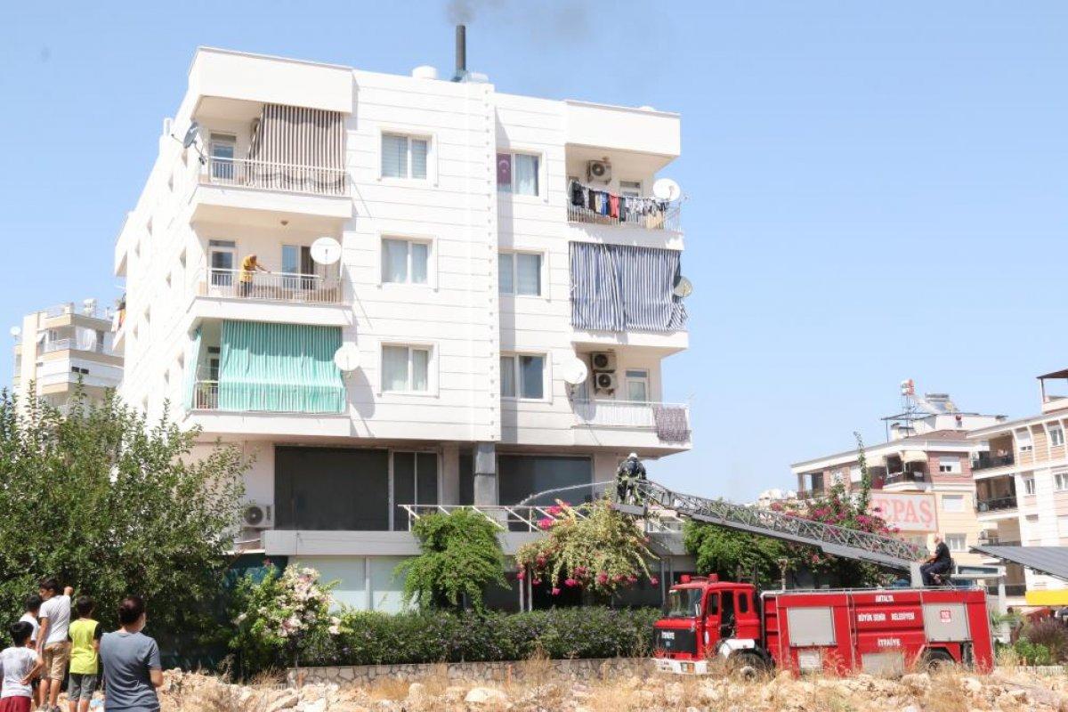 Antalya daki balık restoranının bacası yandı #6