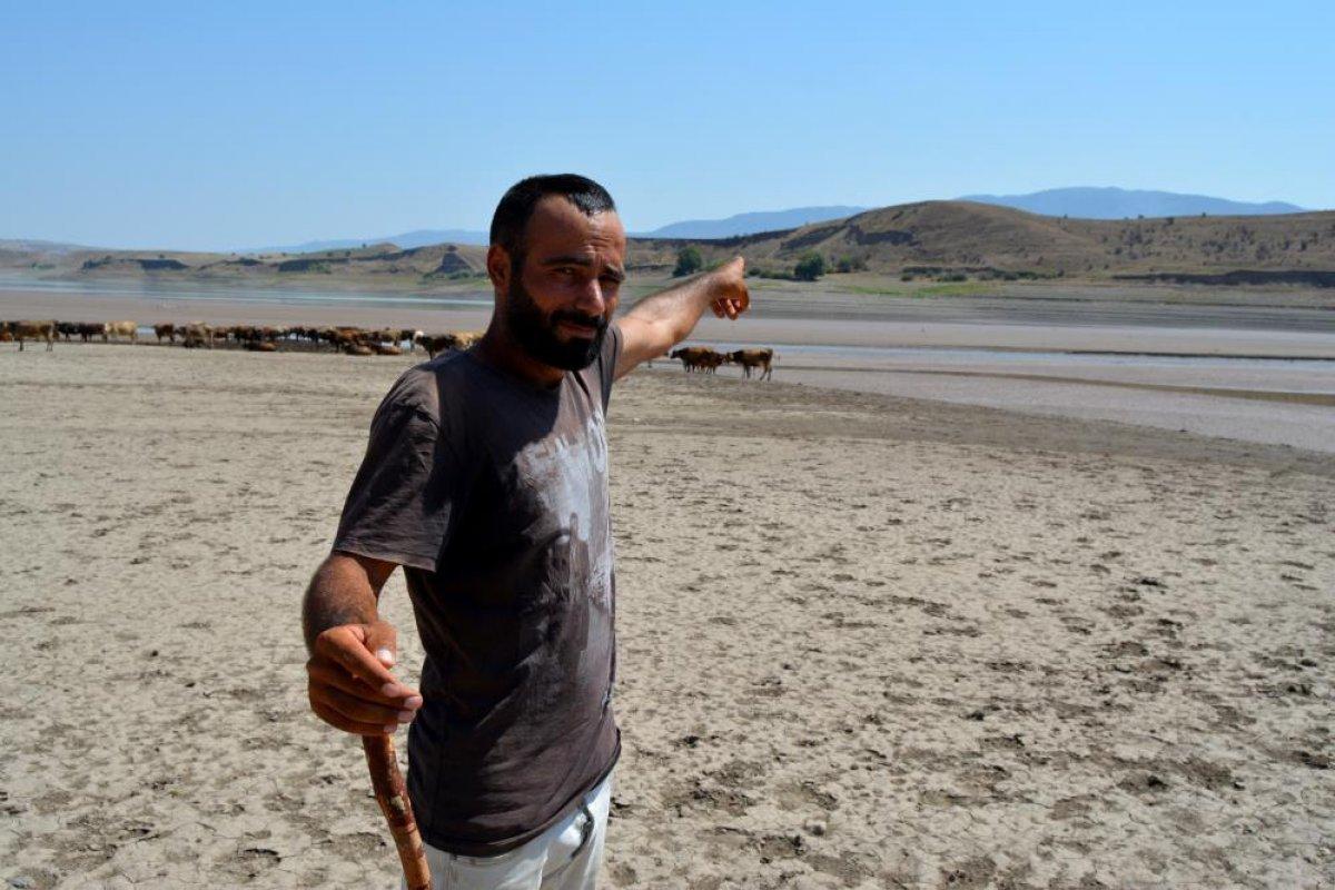 Sivas ta suların çekildiği baraj, yürüyüş alanına döndü #2