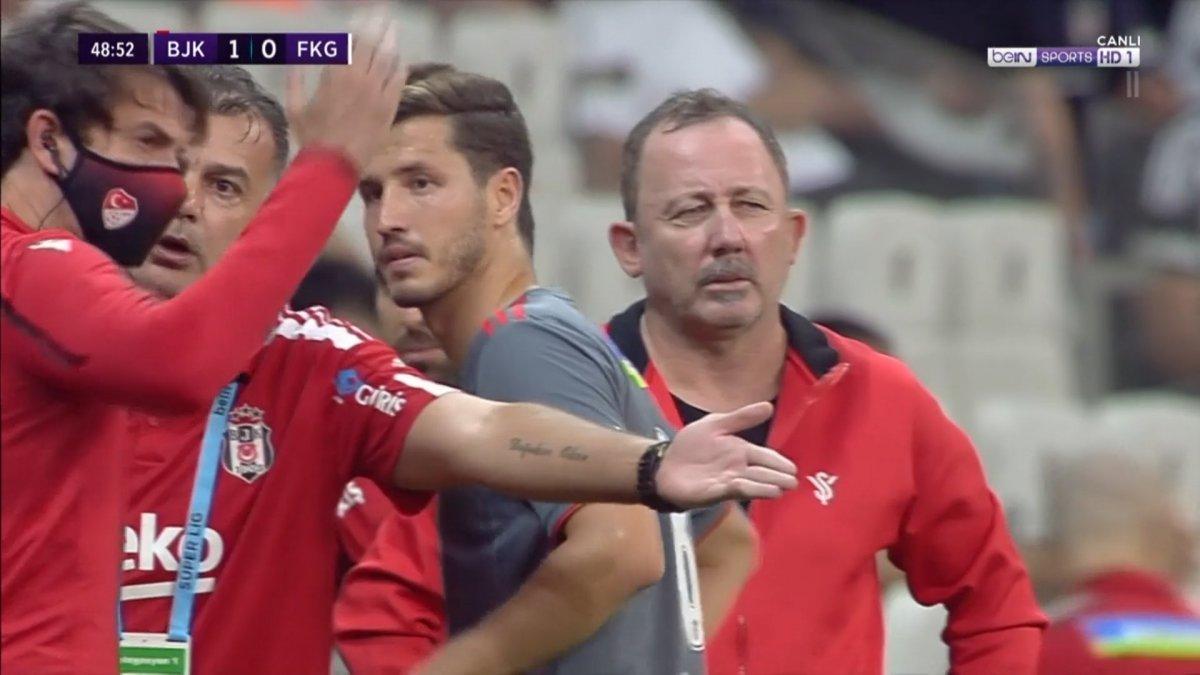Beşiktaş maçında kural bilmeyen 4. hakem skandalı #2