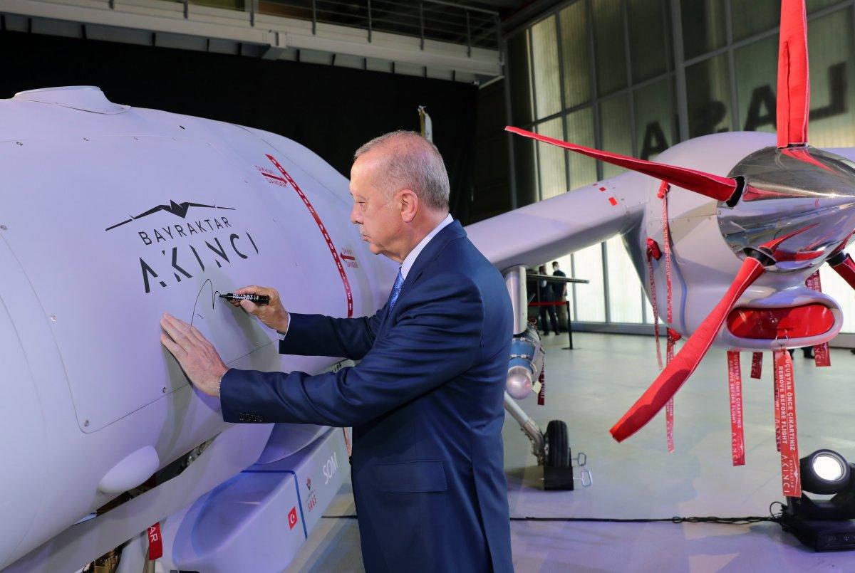 Cumhurbaşkanı Erdoğan, Bayraktar Akıncı TİHA'yı imzaladı #2