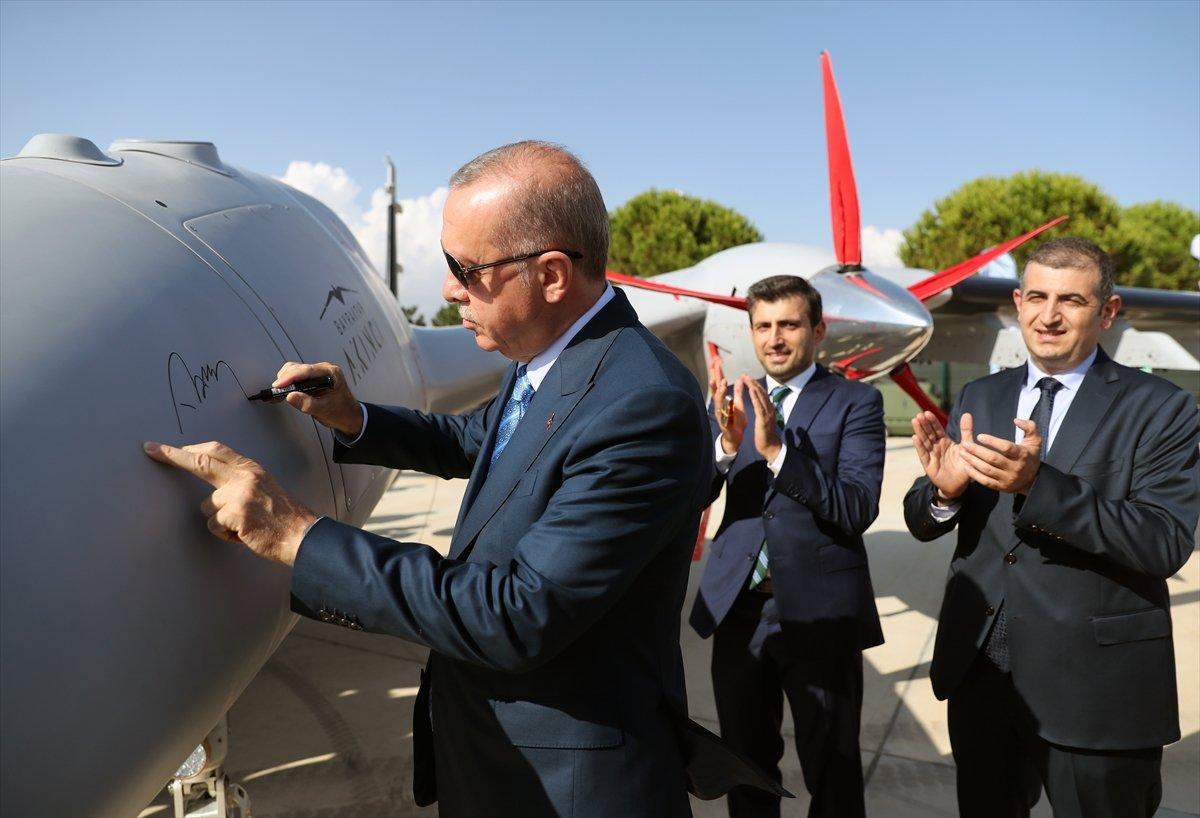 Cumhurbaşkanı Erdoğan, Bayraktar Akıncı TİHA'yı imzaladı #3