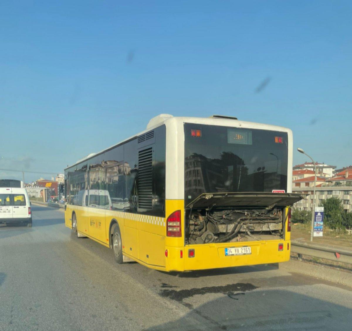 Ümraniye'de İETT otobüsü arıza yaptı #2