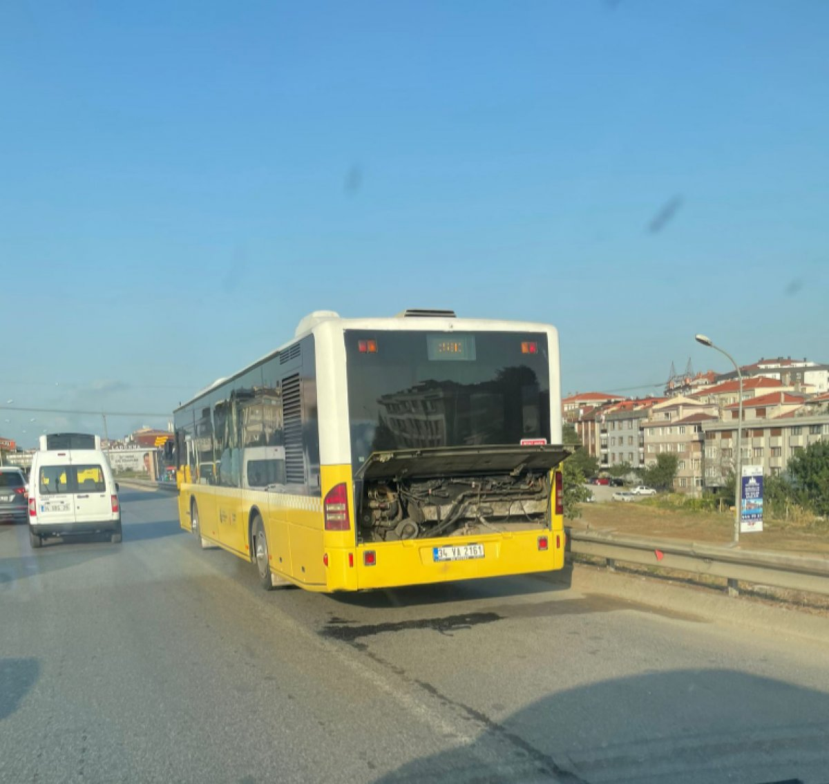 Ümraniye'de İETT otobüsü arıza yaptı #1