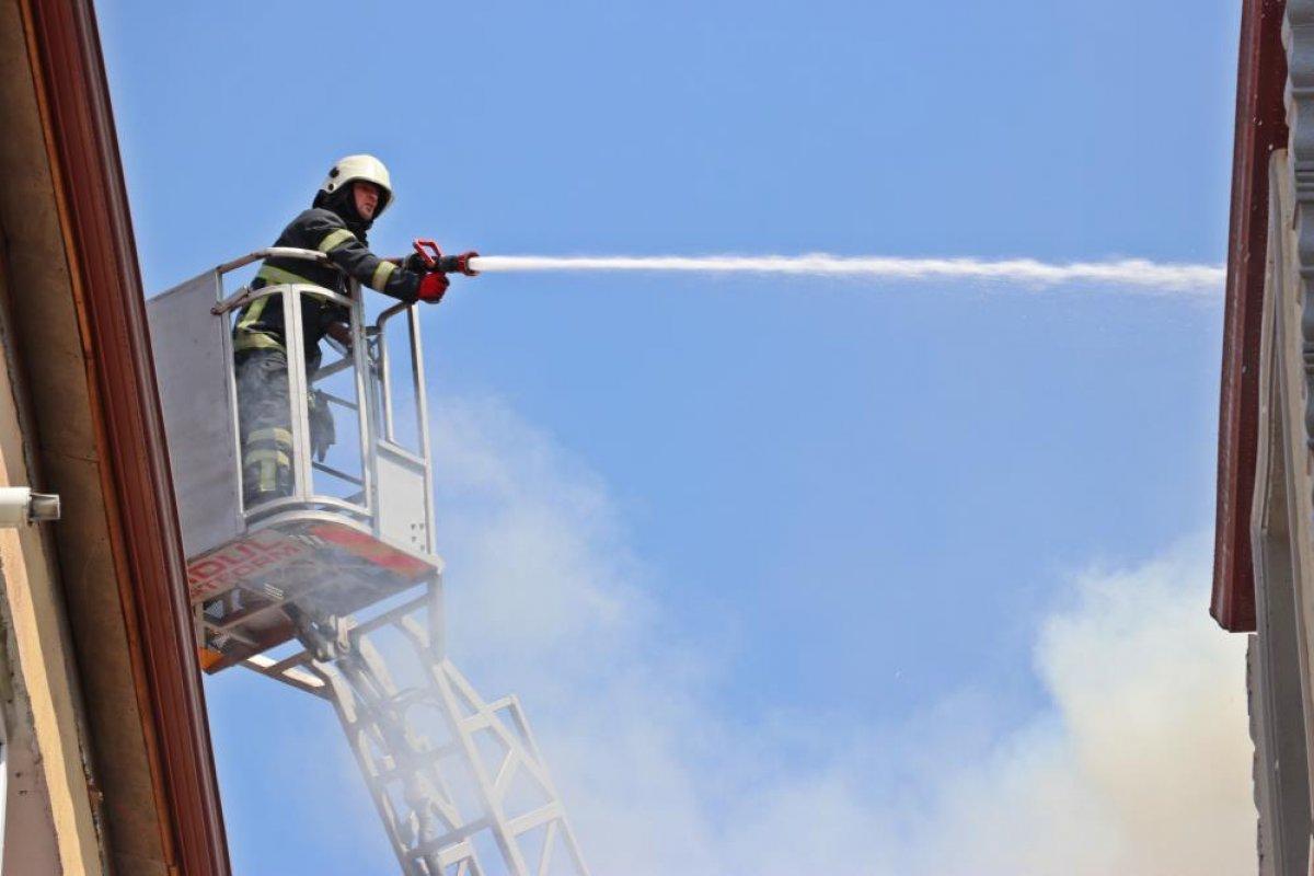 Kocaeli deki binanın çatı katında yangın çıktı  #5