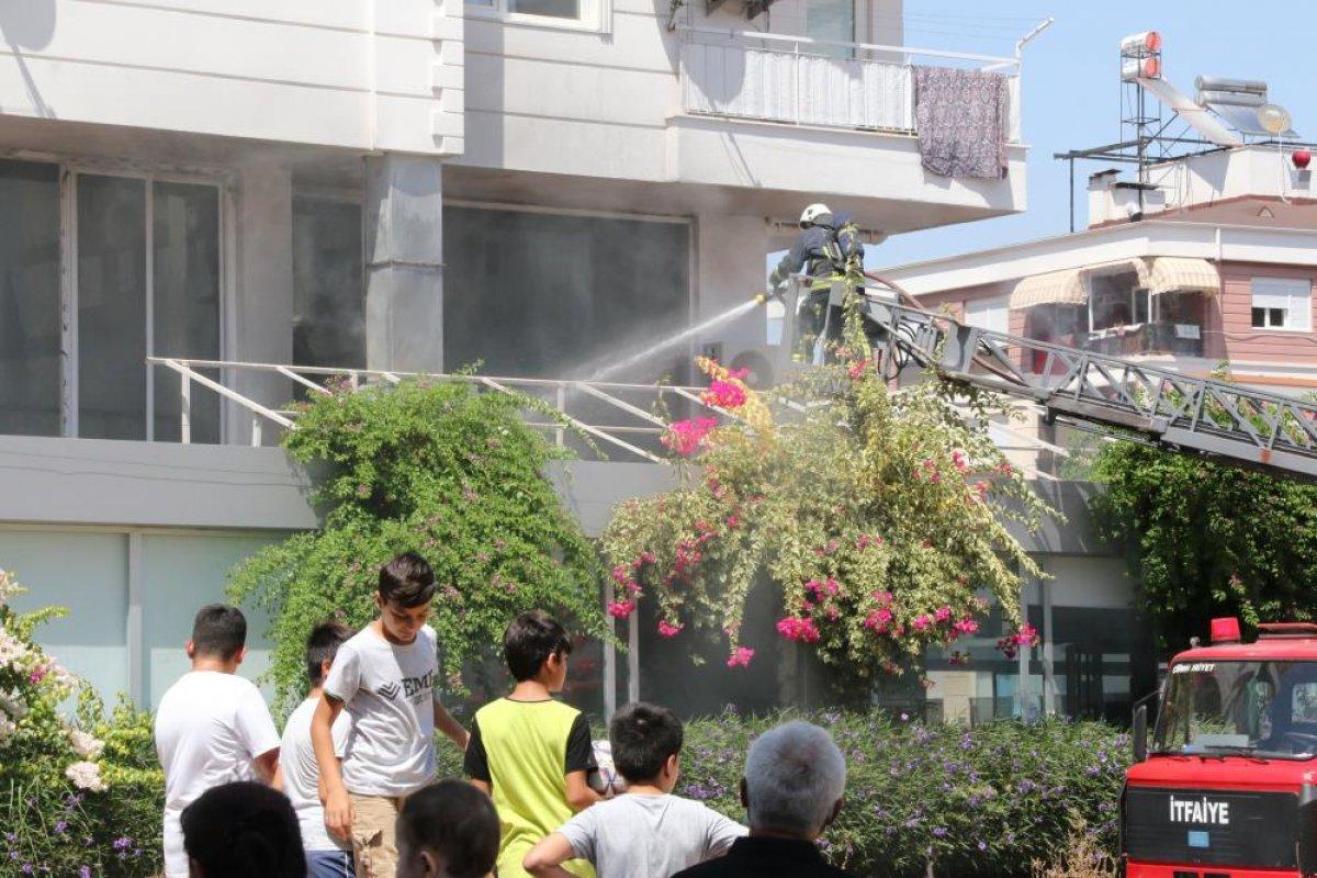 Antalya daki balık restoranının bacası yandı #1