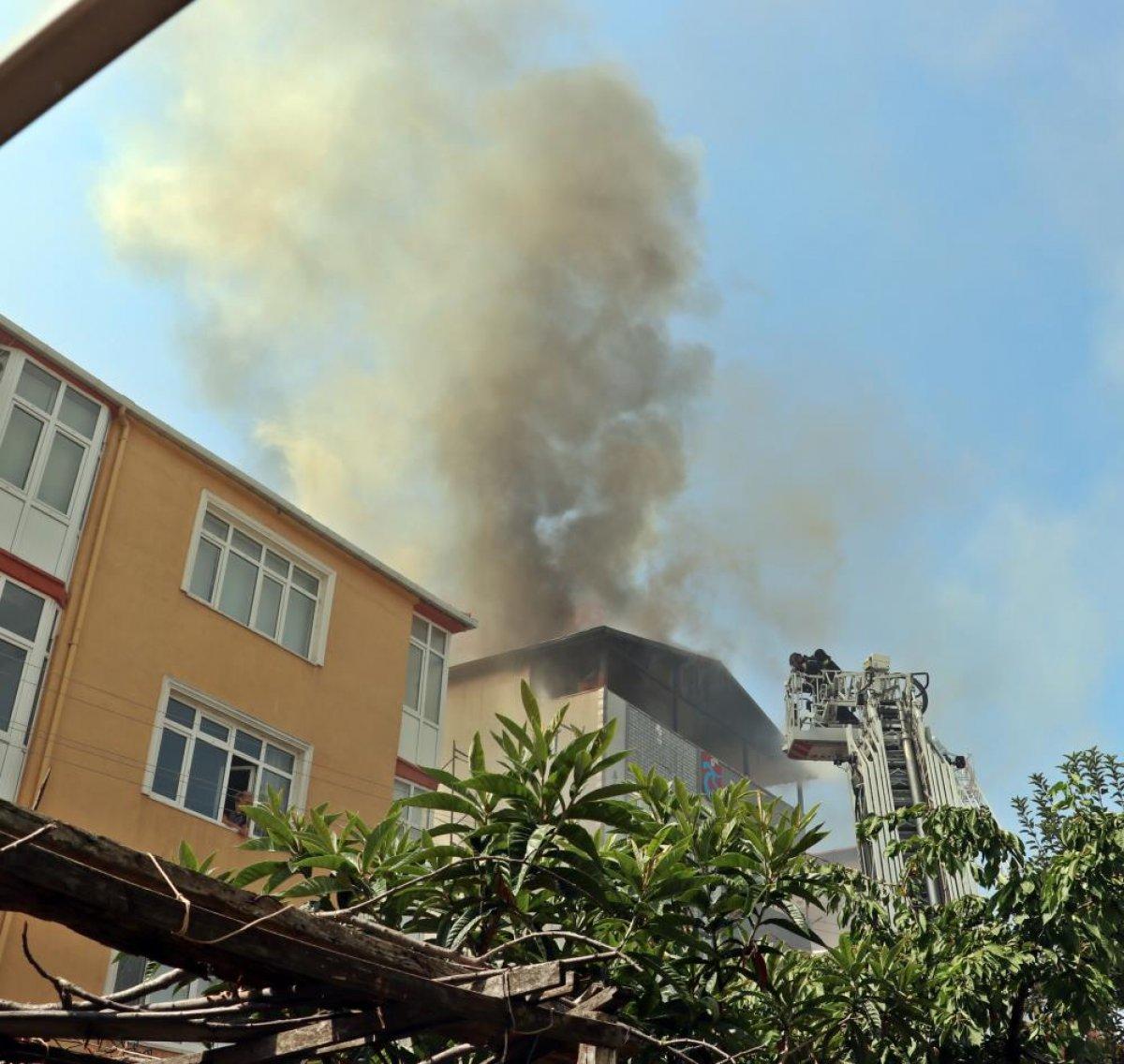 Kocaeli deki binanın çatı katında yangın çıktı  #4