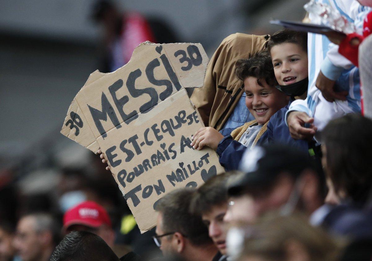 Lionel Messi fait ses débuts au PSG #3