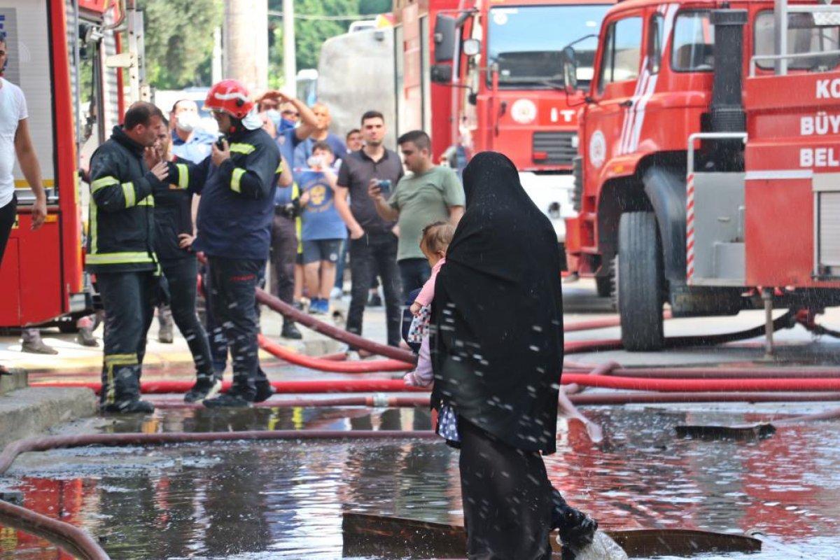 Kocaeli deki binanın çatı katında yangın çıktı  #2