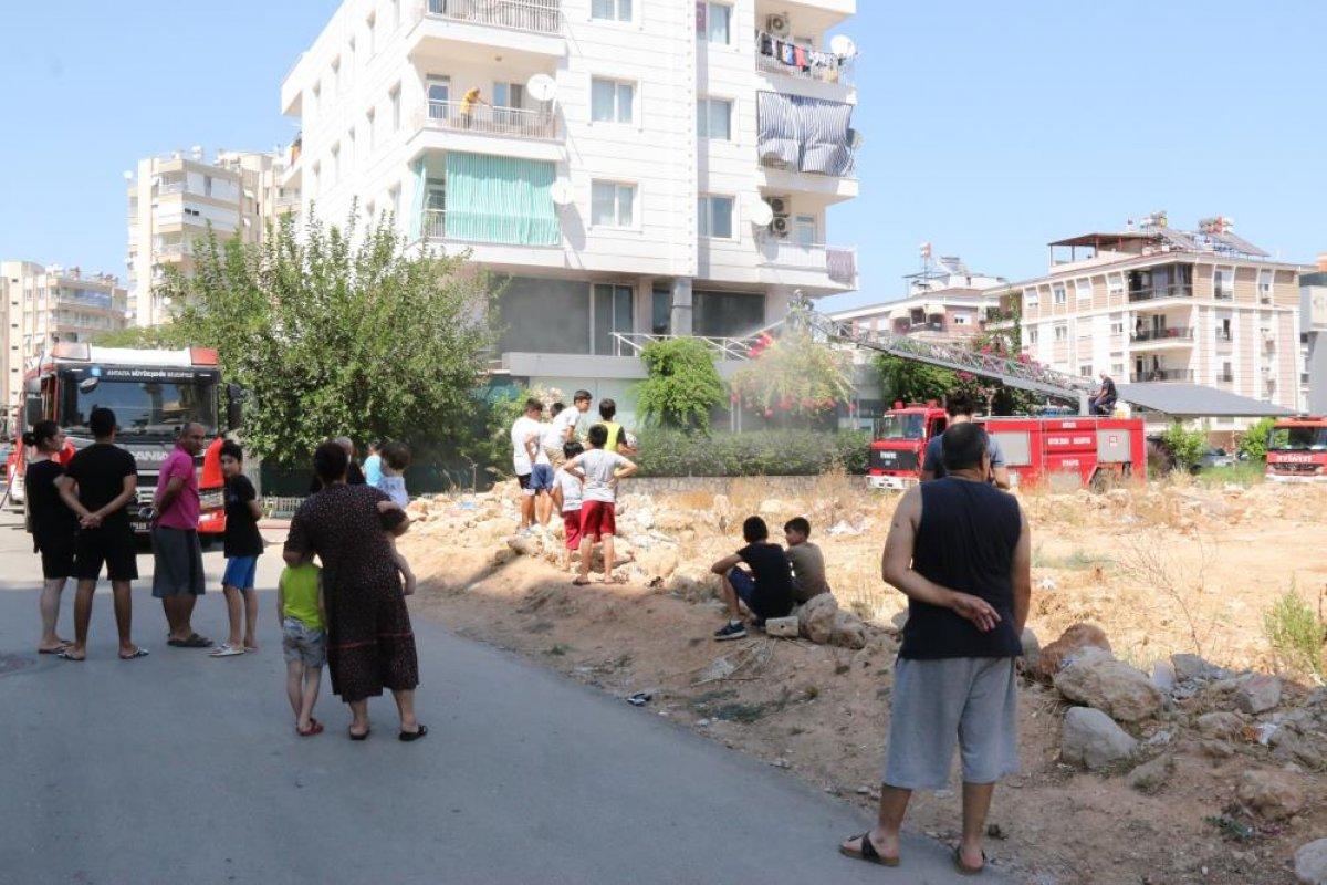 Antalya daki balık restoranının bacası yandı #2