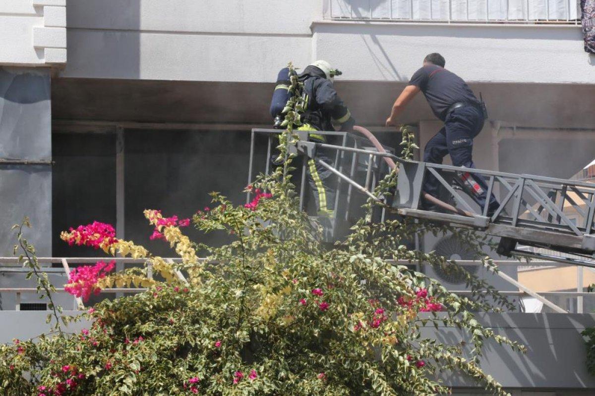 Antalya daki balık restoranının bacası yandı #4