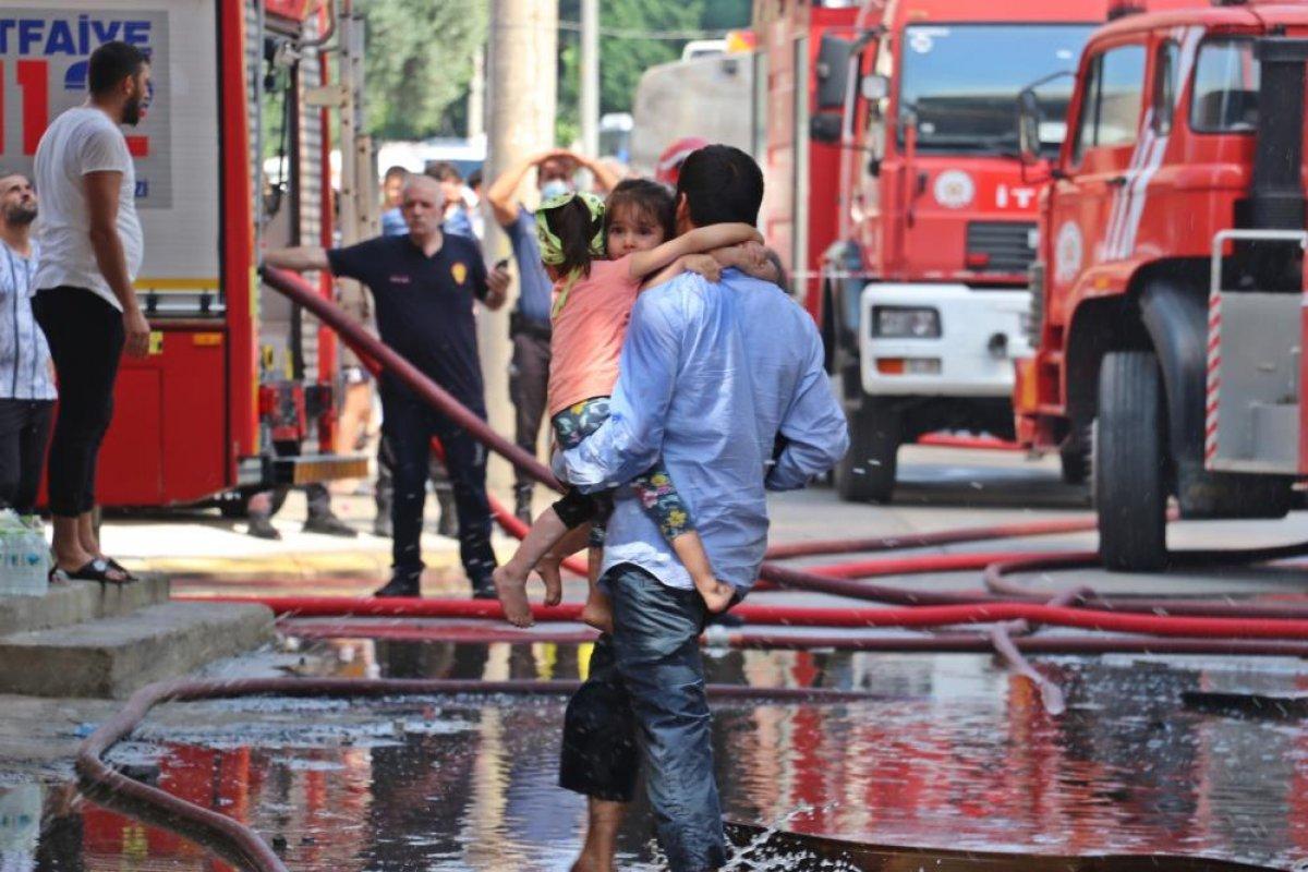 Kocaeli deki binanın çatı katında yangın çıktı  #1