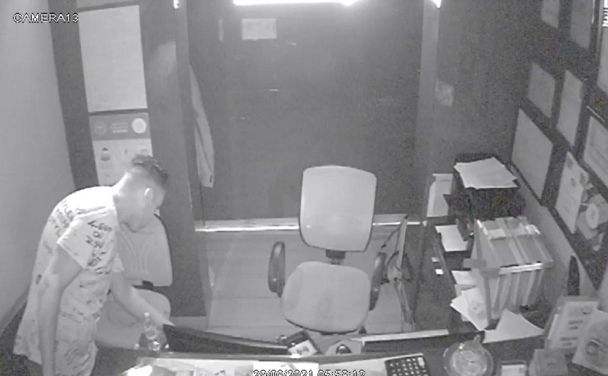 Taksim de hırsızların rahatlığı: Otelden telefon ve para çalıp, kaçtılar #2
