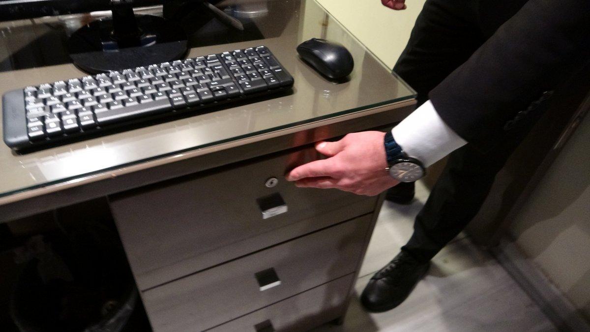 Taksim de hırsızların rahatlığı: Otelden telefon ve para çalıp, kaçtılar #5