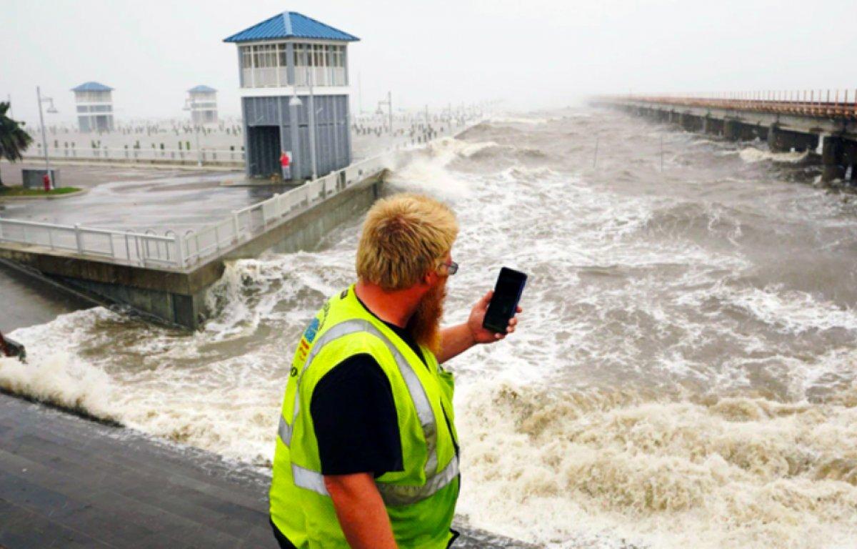 ABD de Ida Kasırgası sırasında Mississippi Nehri tersine aktı #1