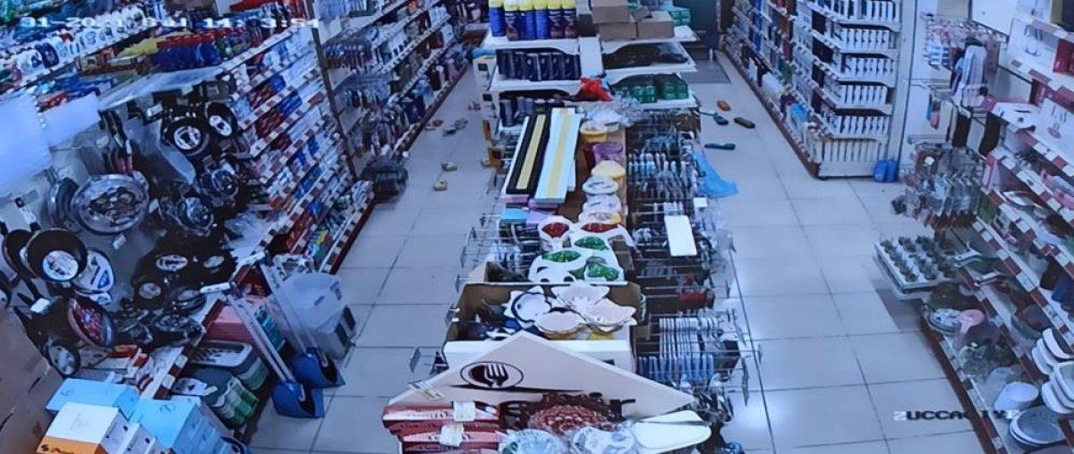 Kütahya daki depremin şiddeti, Afyonkarahisar da bir marketin güvenlik kamerasında #1
