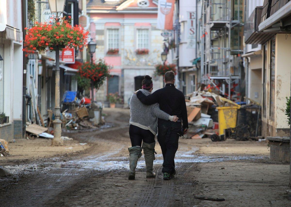 TOKİ, selde yıkılan 16 iş yerinin temelini attı #12