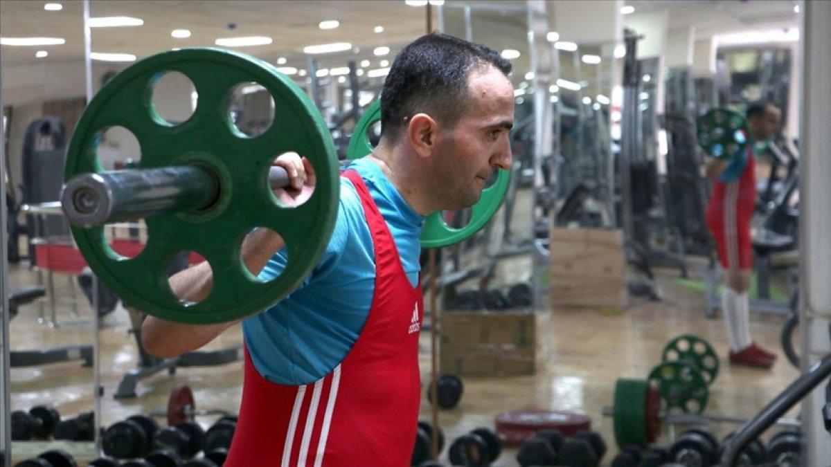 Görme engelli sporcu, 12 yıl sonra yeniden başladığı halterde Türkiye Şampiyonu oldu #1