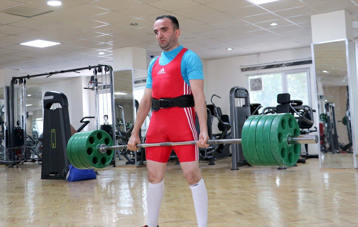 Görme engelli sporcu, 12 yıl sonra yeniden başladığı halterde Türkiye Şampiyonu oldu #6