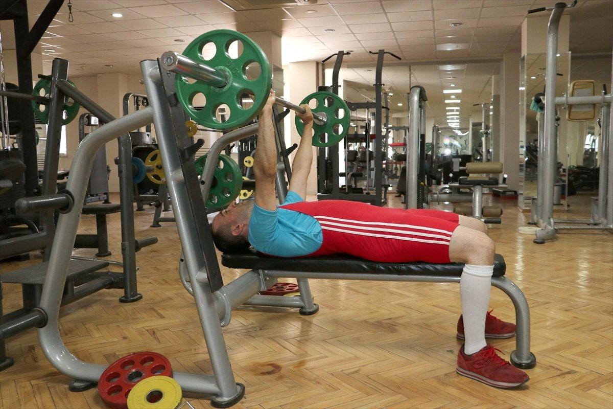 Görme engelli sporcu, 12 yıl sonra yeniden başladığı halterde Türkiye Şampiyonu oldu #3