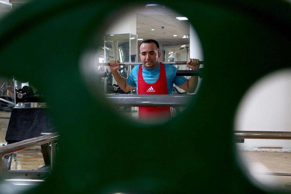 Görme engelli sporcu, 12 yıl sonra yeniden başladığı halterde Türkiye Şampiyonu oldu #5