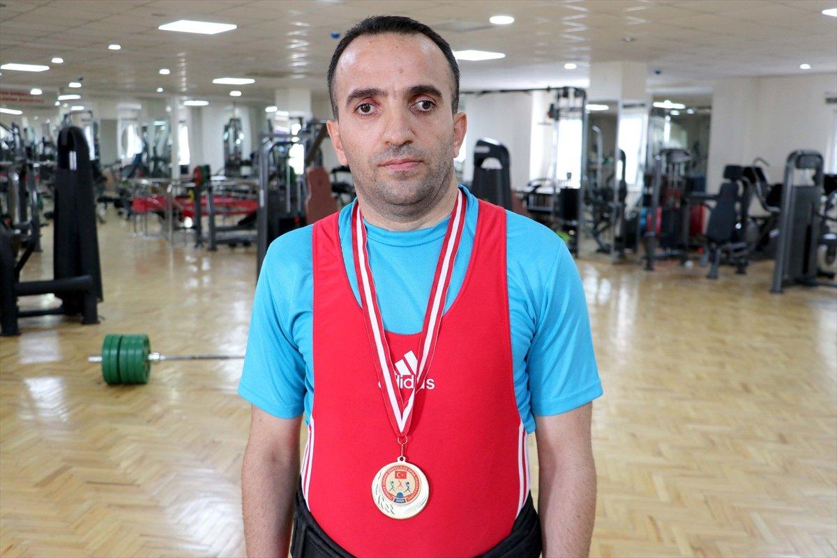 Görme engelli sporcu, 12 yıl sonra yeniden başladığı halterde Türkiye Şampiyonu oldu #7